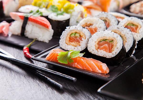 登寿司的饭团套餐