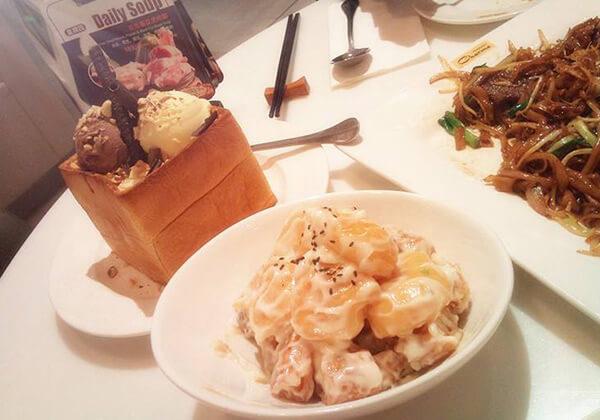 港丽茶餐厅的甜品、沙拉和牛河