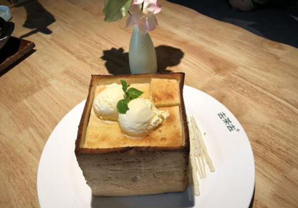 去茶去茶餐厅的雪糕球面包