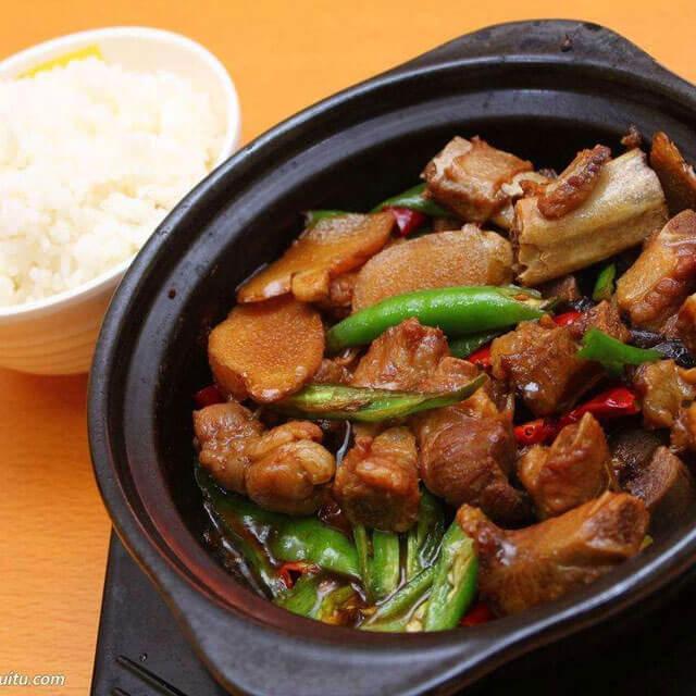 宋一轩黄焖鸡米饭