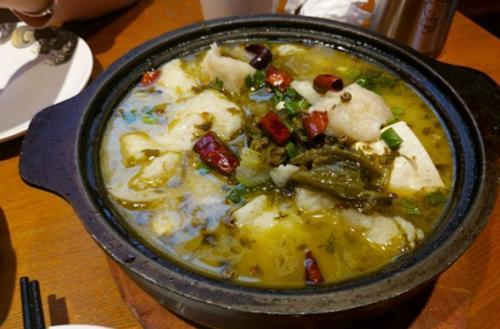 苏家鱼石锅酸菜鱼